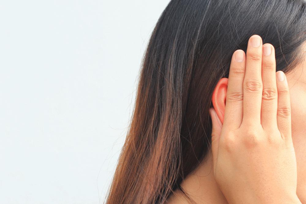 Ο πόνος στο αυτί ενδέχεται να προκαλεί συχνό πονοκέφαλο